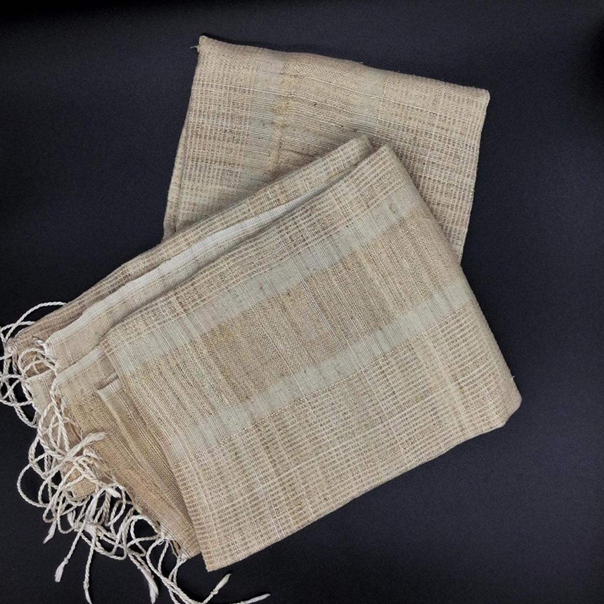 ၾကာခ်ည္ထည္ (Lotus Fabric)